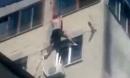 Cố trèo vào phòng bạn gái cũ ở tầng 7, người đàn ông rơi xuống đất tử vong