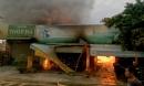Cháy tiệm tạp hóa rộng 400 m2