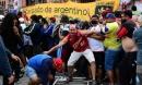 Máu và nước mắt rơi ở đám tang Maradona