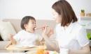 4 sai lầm tai hại của cha mẹ Việt khiến bé lười ăn, chậm lớn