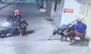 Nhóm cướp táo tợn chặn đầu xe, dùng bình xịt hơi cay tấn công đôi nam nữ để cướp túi xách