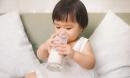 3 sai lầm khi cho trẻ uống sữa tươi mất sạch dinh dưỡng, dễ gây bệnh cho bé