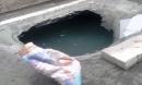 Lại xuất hiện 'hố tử thần' khổng lồ trên đường Sài Gòn sau cơn mưa