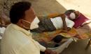 Ngôi làng Ấn Độ tuyệt vọng 'tay không chống giặc' Covid-19: 1 tháng chết bằng 3 năm, chỉ có cứu tinh duy nhất