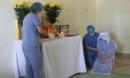 Xót xa nữ điều dưỡng không thể về chịu tang mẹ, lập bàn thờ trong khu cách ly để vái vọng: 'Đã rất lâu rồi, cô chưa được về nhà thăm mẹ'