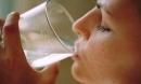 Người sống lâu trên 80 tuổi thường có 4 đặc điểm chung khi uống nước, bạn có bao nhiêu?