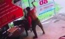Án mạng kinh hoàng do camera ghi lại: Rút búa từ túi quần đập người đàn ông đang chơi cờ đến chết rồi bình tĩnh bỏ đi