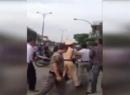 Video nhóm tài xế ngông cuồng đánh nhau náo loạn phố