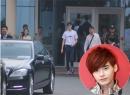 Lee Jong Suk 'Vì sao đưa anh tới' đến Việt Nam: Hàng trăm fan 'đổ mồ hôi' chờ thần tượng