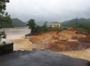 Quảng Ninh: Vỡ đập, khu dân cư ngập chìm trong biển nước