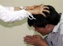 Chồng khẩn thiết xin ly hôn vì bị vợ đánh 'thừa sống thiếu chết'