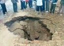 'Hố tử thần' mới lấp 1.000 m3 đất đá lại sụt lún