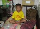 Cuộc sống không nhà của cậu bé 'ngủ bên xác mẹ'