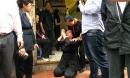 Hà Nội: Quỳ lạy, van xin để được đưa thi hài mẹ vào nhà lo hậu sự
