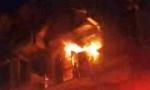 5 người kêu cứu trong ngôi nhà bốc cháy dữ dội