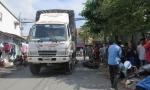 Xe tải ôm cua tông xe máy, cô gái trẻ chết thảm