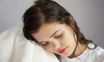 Tác hại của việc để tóc ướt khi đi ngủ