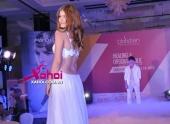 andrea-ho-lung-goi-cam-tu-tin-khoe-dang-tai-hairshow-2013-117216.html