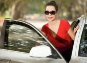 a-hau-trinh-kim-chi-sang-trong-khoe-xe-hop-bac-ty-118807.html