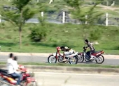 cong-an-tp-vinh-long-ngan-chan-kip-thoi-vu-dua-xe-trai-phep-83490.html