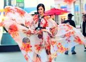 julia-ho-tung-vay-mong-manh-giua-duong-pho-my-108390.html