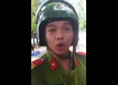video-tai-xe-cai-ly-kich-liet-voi-canh-sat-111433.html
