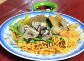 quan-mi-xao-gion-dong-khach-ngay-goc-pho-151835.html