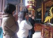 http://xahoi.com.vn/nguoi-viet-cam-iphone-ipad-doc-bai-cung-tet-126976.html
