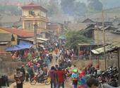 tham-phien-cho-vung-cao-ruc-ro-sac-mau-157820.html