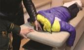 mang-con-trai-di-massage-bo-me-gap-tinh-huong-tro-treu-223985.html