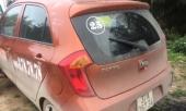 hoang-hon-phat-hien-tai-xe-taxi-bi-dam-nam-guc-trong-xe-225393.html
