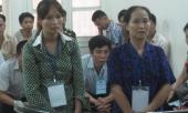 ba-me-con-ho-nhau-dot-vung-kin-nguoi-cung-thon-bang-moi-rom-225541.html