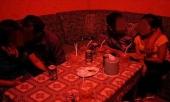 dang-hat-karaoke-mo-sang-xam-hai-be-8-tuoi-con-chu-nha-254350.html