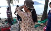 buc-anh-nguoi-dan-ba-lang-chai-doi-con-ve-sau-bao-va-cau-chuyen-dam-nuoc-mat-dang-sau-284355.html