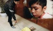 hai-nam-dia-nguc-cua-dua-tre-bi-bo-va-me-ke-danh-ran-so-nao-297202.html