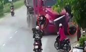 clip-kinh-hoang-xe-container-dien-tong-nguoi-vang-tu-tung-306184.html