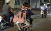 me-deo-mot-luc-3-con-tren-xe-dap-cu-chi-tiet-dac-biet-khien-bao-nguoi-xuc-dong-319484.html