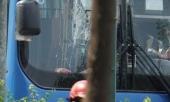 khoi-to-truy-bat-nhom-doi-tuong-cam-hung-khi-dap-pha-xe-buyt-tren-duong-o-sai-gon-347640.html