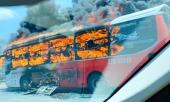xe-giuong-nam-cho-20-nguoi-boc-chay-du-doi-khi-dang-di-tren-duong-356979.html