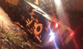 30-hoc-sinh-lop-12-di-chup-ky-yeu-gao-thet-trong-o-to-bi-lat-357148.html