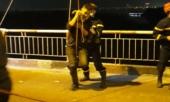 vu-nam-thanh-nien-nhay-cau-chuong-duong-roi-vay-tay-cau-cuu-say-ruou-roi-trung-bai-lau-say-thoat-chet-363243.html