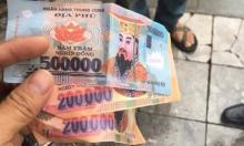Khách Tây tố bị xích lô ở Hà Nội lừa đảo, dùng tiền âm phủ trả lại 900 nghìn
