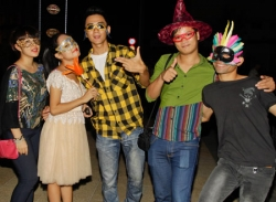 Top 8 Vietnam Idol rủ nhau đi chơi Halloween