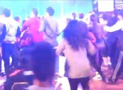 T-ara hoảng hốt vội vàng tháo chạy vì fan Việt đòi ôm