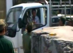 Video sốc: Lái xe tải