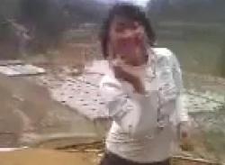 Choáng với thôn nữ nhảy nhạc sàn bốc lửa bên bờ ruộng