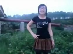 Clip cô gái hát nhạc chế về trường mầm non trung ương hứng