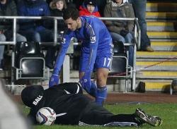 Sự thật về vụ Hazard hành hung cậu bé nhặt bóng
