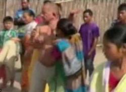Video: Ấn Độ lại chấn động vụ nghị sĩ hiếp dâm vợ dân