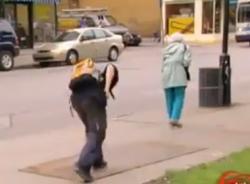 Video hài hước (P127): Chơi khăm đánh rơi đồ
